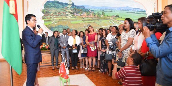 Iavoloha : Présentation de vœux des députés