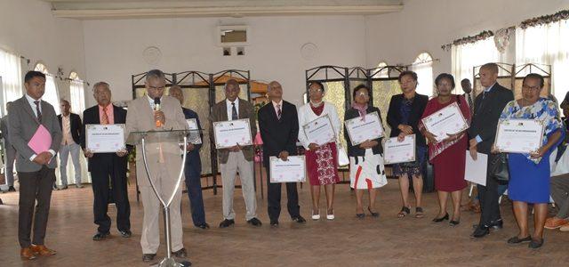 Assemblée nationale: Remise de certificat de reconnaissance pour 15 cadres partis à la retraite