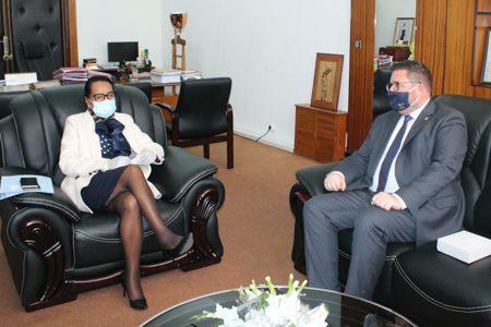 Visite de courtoisie de l'Ambassadeur Chasper SAROTT : Tour d'horizon sur les relations entre la Suisse et Madagascar